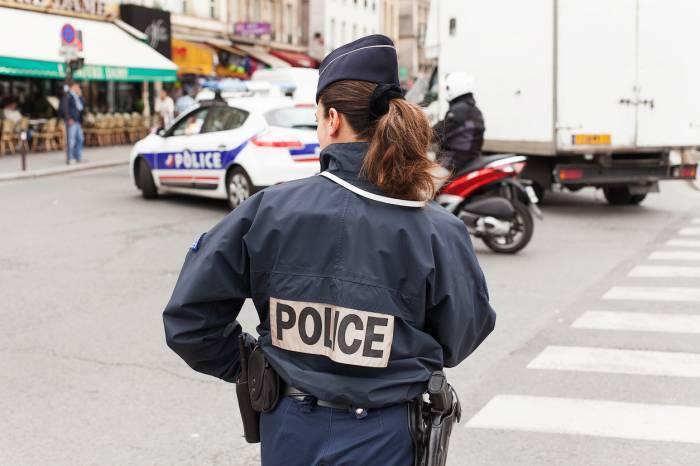 police gendarmerie vêtement